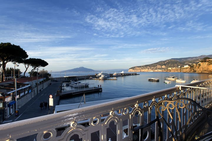 Apartment Gilda's House with Private Terraces, Sea View, Air Conditioning, Near the Beach