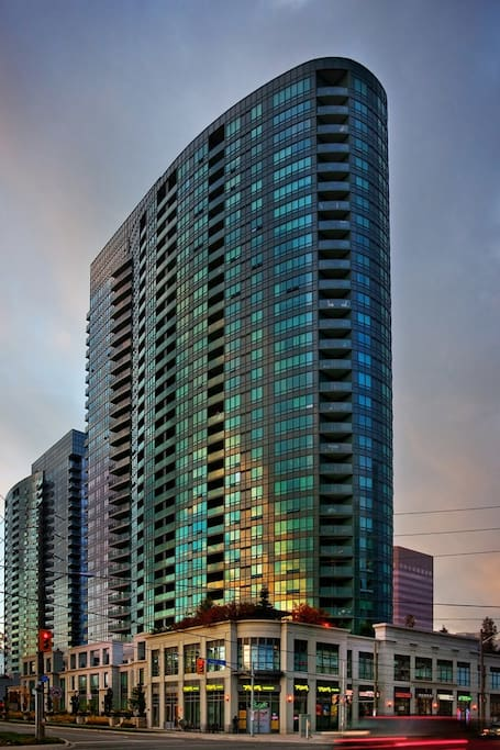 25 Greenview Ave, North York - The Building