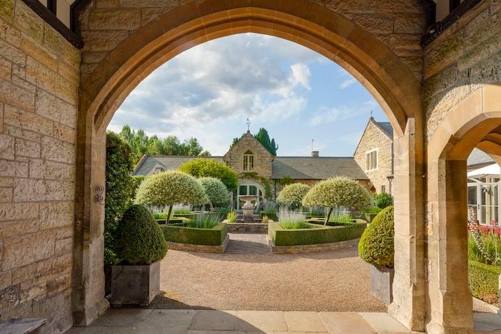 Clockhouse - stunning courtyard garden setting