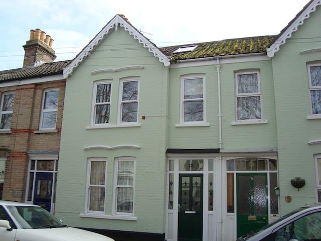Terrace Villa short walk Seafront - Weymouth - House