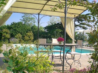 appartamento con terrazza e piscina - San Salvatore Monferrato - Apartemen