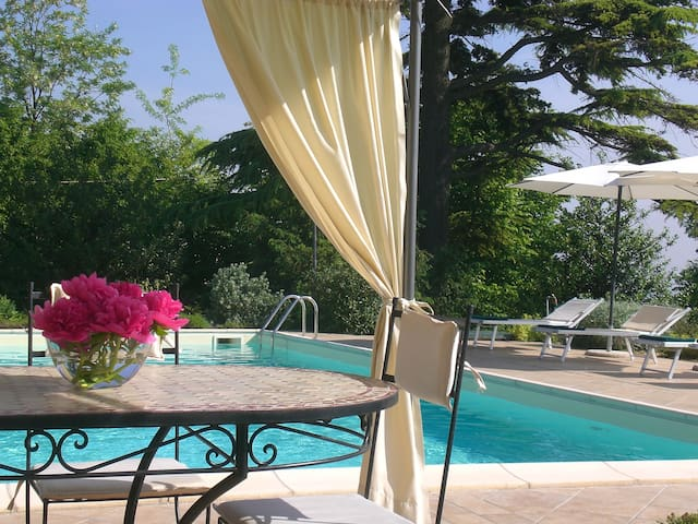 appartamento con giardino e piscina CIR (Phone number hidden by Airbnb)