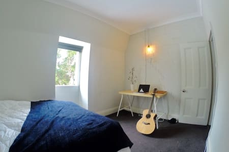 Beautiful sun-lit room in the heart of Newtown - Newtown - Casa