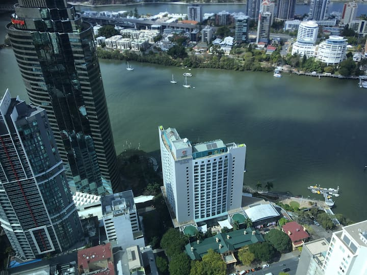 Brisbane CBD apartment L64 river/city/bridge view