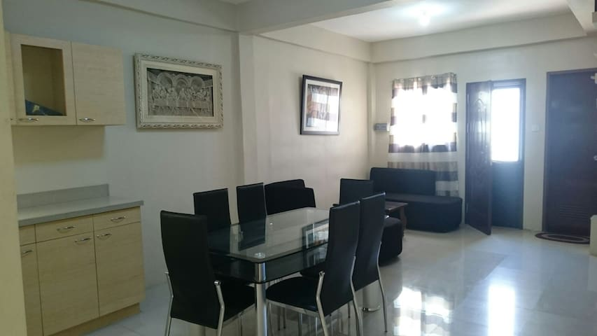 2 Storey townhouse w/ 3 bedroom - PH - Casa