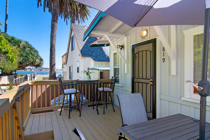 Mission Beach Cottage with PARKING!