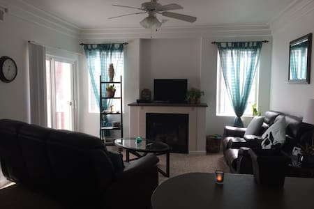 Quiet small room - Littleton
