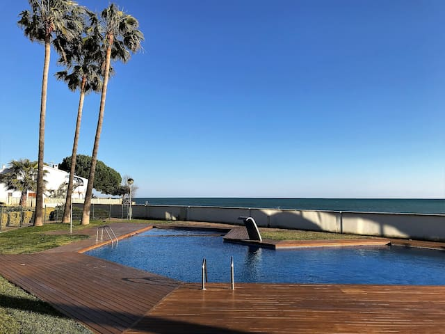 FANTASTIC APARTMENT WITH SWIMMING POOL AND BEACH