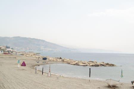 Gallico M.(RC) Appart.arredat, clim - Gallico Marina - อพาร์ทเมนท์