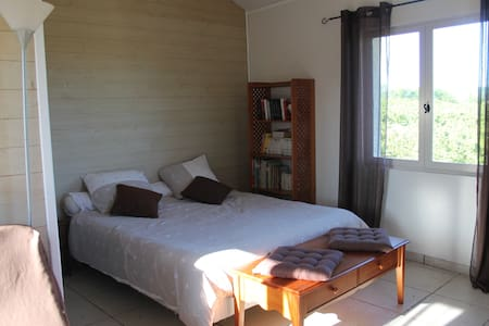 Nice room with private entrance - Larnage