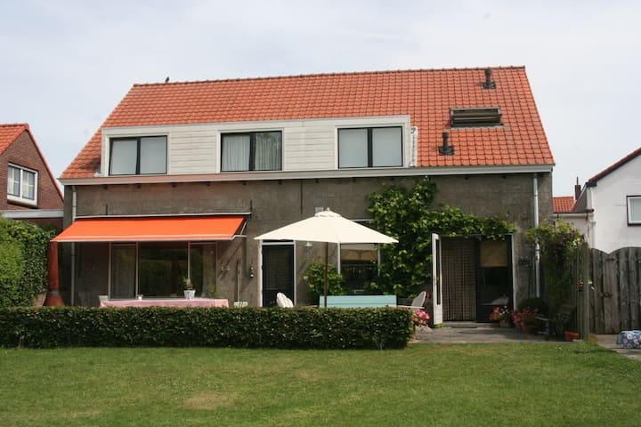 Spacious holiday home with garden in Cadzand-Dorp - Cadzand