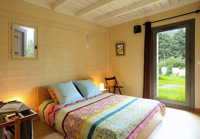 Chocolat: Double room with shelves, hanging space and French door onto garden