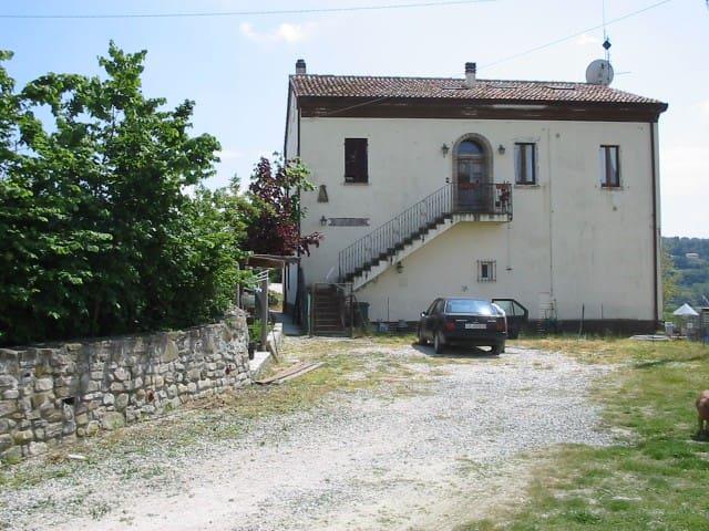camere in casa di campagna - Tavoleto - House