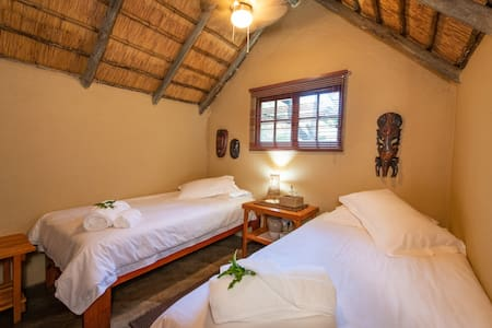 Shumba Safari Lodge Chalet 3: Tranquil setting