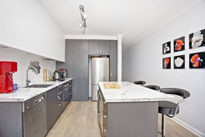 Sydney CBD - Private bedroom own bathroom (B)