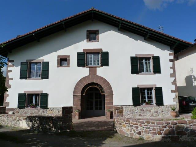 Gîte 2/3 personnes au Pays Basque - Ascarat - Appartement