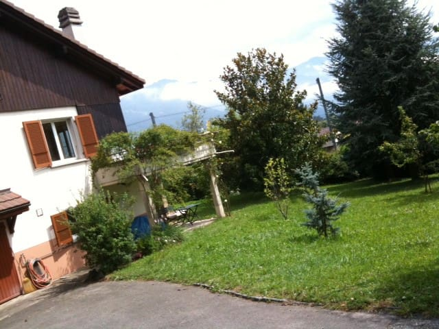Cozy apartment in beautiful garden! - Saint-Légier-La Chiésaz - Apartment