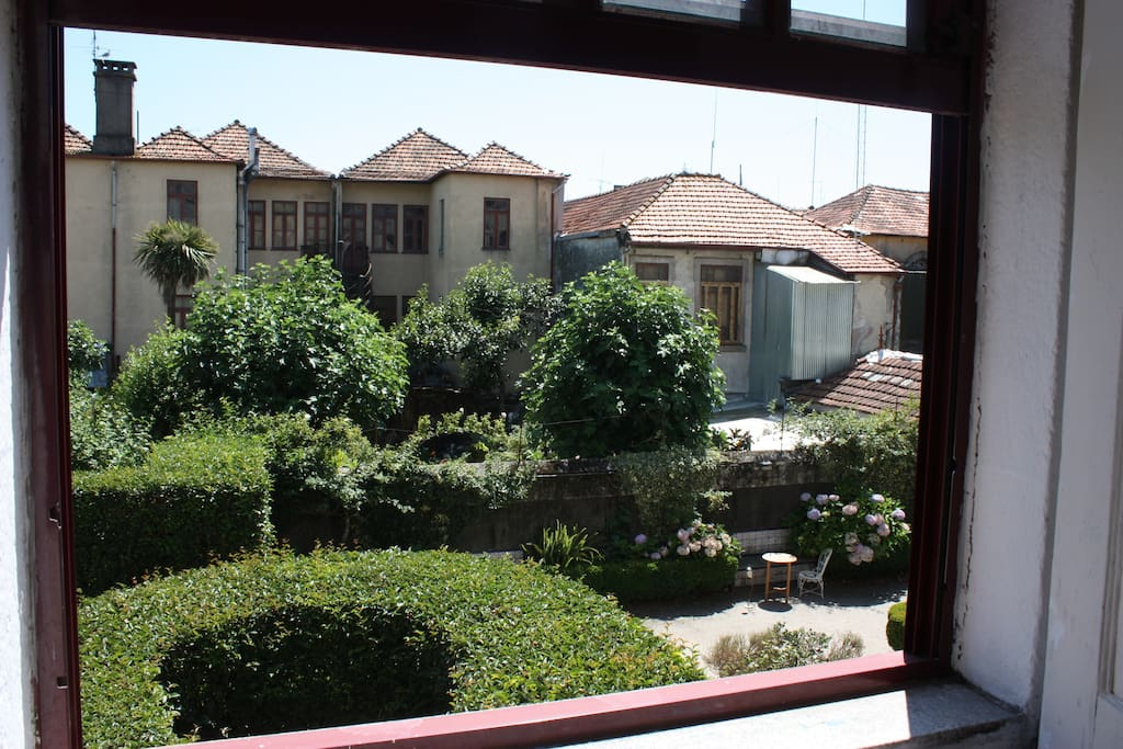 Oh yeah, this is the garden and also the view you have from the rooms :)