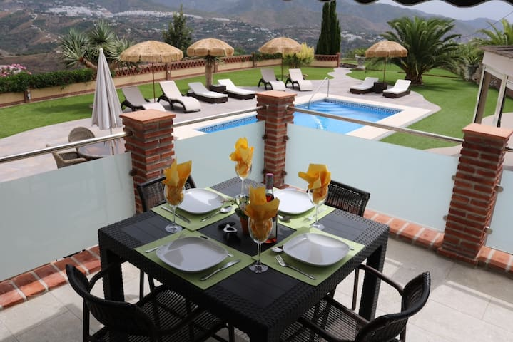Modern Pool View 2BR/2BA Apartment in Luxury Villa - Torrox - Appartement