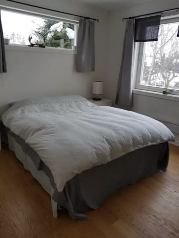 Private room for 2-5 persons near Metro