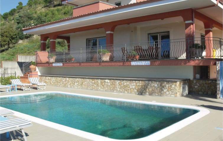 Holiday cottage with 4 bedrooms on 300 m² in Tortora -CS-