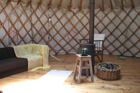 yurt near the mountains - Avô - Cabin - 1