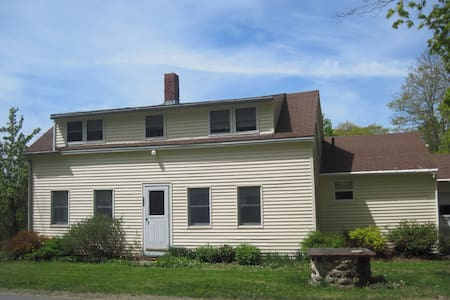 House/Cottage Pets multi famliy - Lincolnville