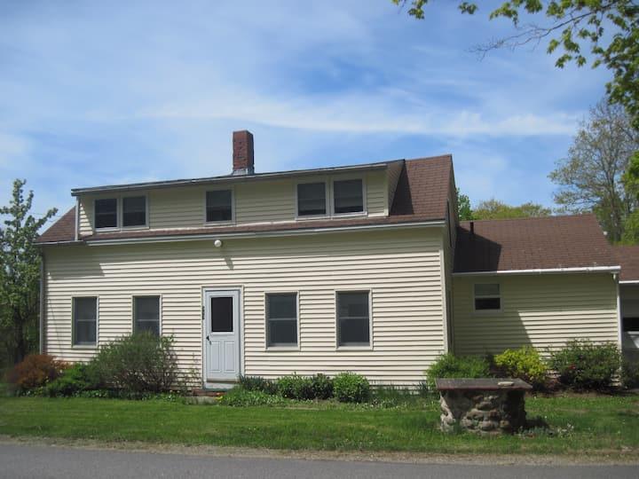 House/Cottage Pets famliy~old Farmhouse