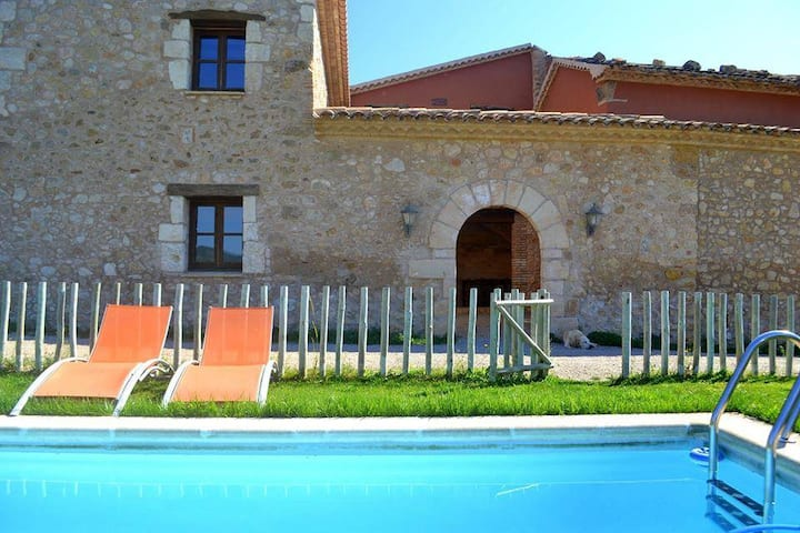 Can Cruset agroturisme 4 places with pool