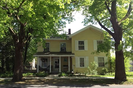 Charming, comfortable 1830's house - Gloversville - Casa