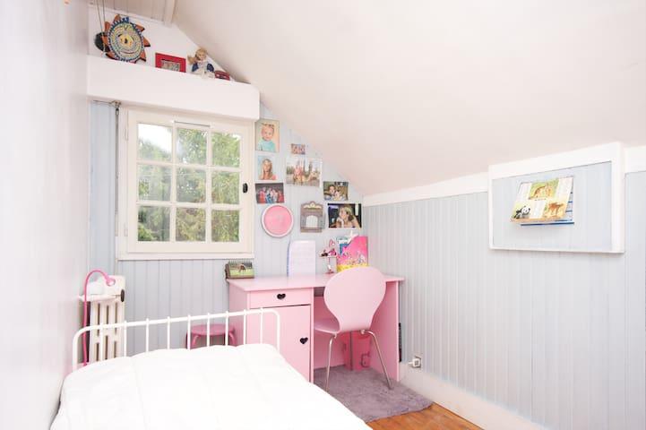 Chambre 4 (Lit 90x190 / possibilité 2ème couchage à côté avec matelas Dunlopillo 90x190)