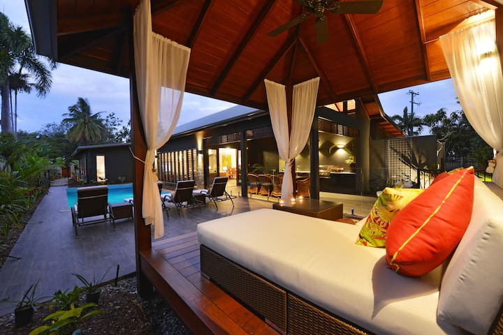 The Bahama House  -  Stunning, Private & Tropical