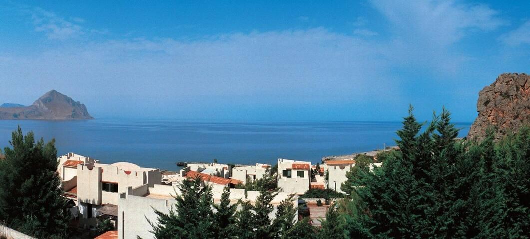 Una casa romantica sul mare al tramonto (San Vito)