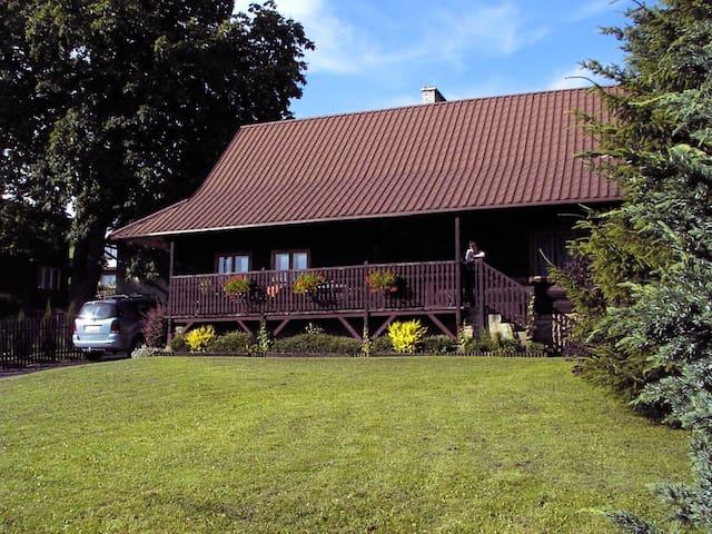 Zabytkowy dom górali wałaskich w Istebnej - Istebna - House