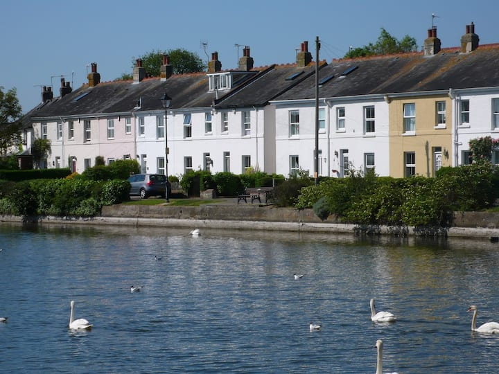 Charming cottage by the millpond in Emsworth