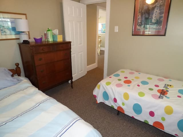 Two single beds ,large closet, cable tv/dvd