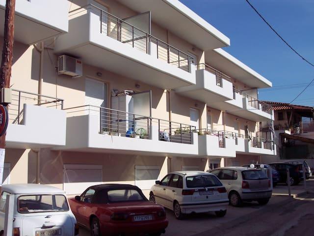 Ανετο Δυάρι σε συγκρότημα κατοικιων - Patras - アパート