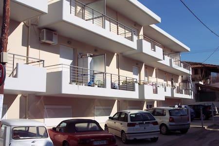 Ανετο Δυάρι σε συγκρότημα κατοικιων - Patras - Lejlighed