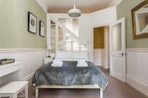 Peaceful Powis Apartment Sleeps 4