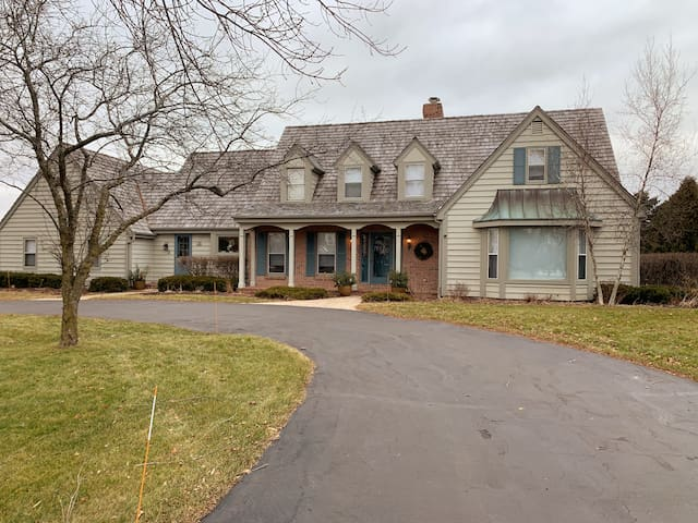 Charming and Convenient Cape Cod in Mequon for DNC