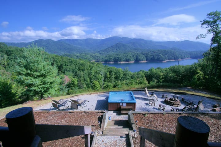 Fontana Lake Luxury Cabin-Lake access with a View! - Robbinsville - Houten huisje