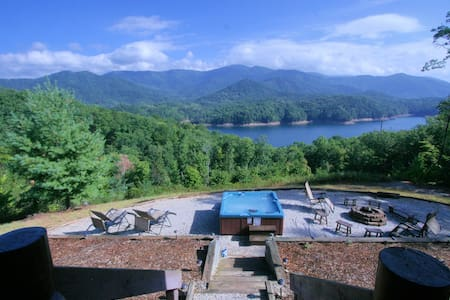 Fontana Lake Luxury Cabin-Lake access with a View! - Robbinsville