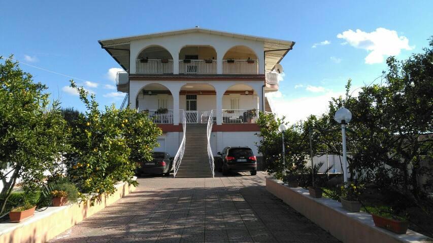 Casa con vista a Costa Saracena