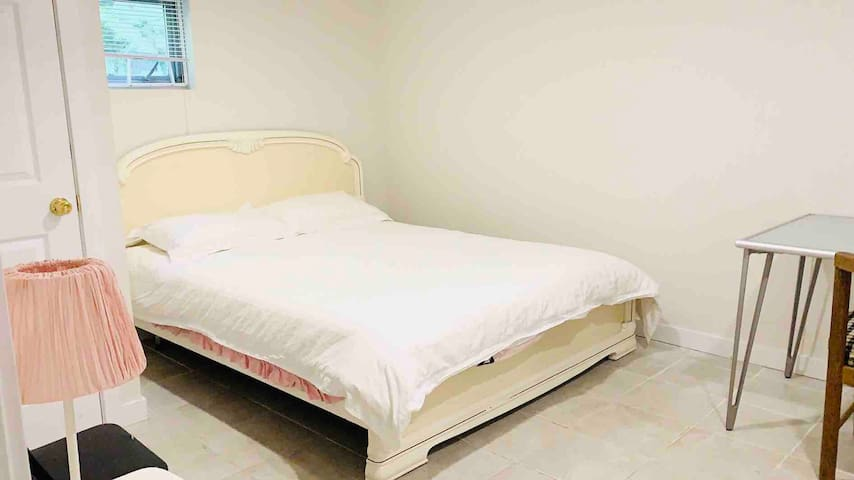 Prime location Private room Queen Sz Bed