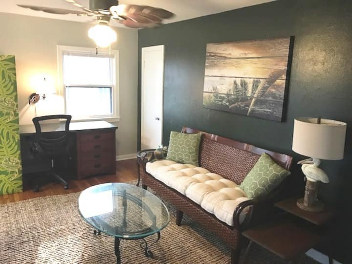 Sealy Suites C · Furnished Corp Apt Near UTMB