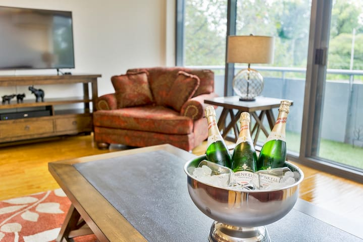 FREE bottle of wine when you stay! along with complementary tea coffee, milk, sugar and biscuits