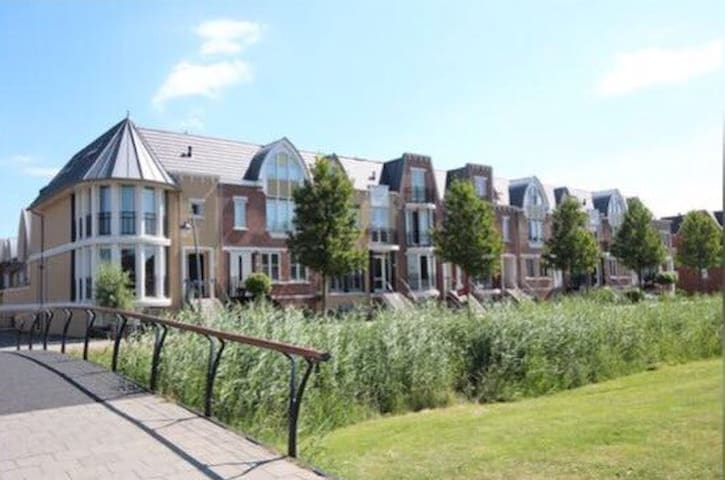 Den Haag,R'dam,A'dam,Leiden less than 30 min away! - Voorschoten - Bed & Breakfast