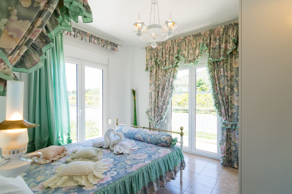 Tha Master Bedroom of Stratos Palace