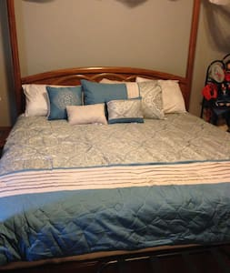 Romantic king bed with den/office, pool, and bath - Rowlett