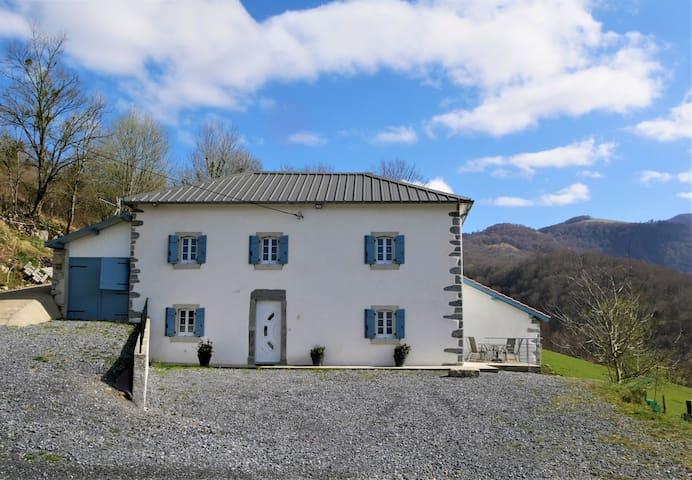 maison au cœur de la montagne basque